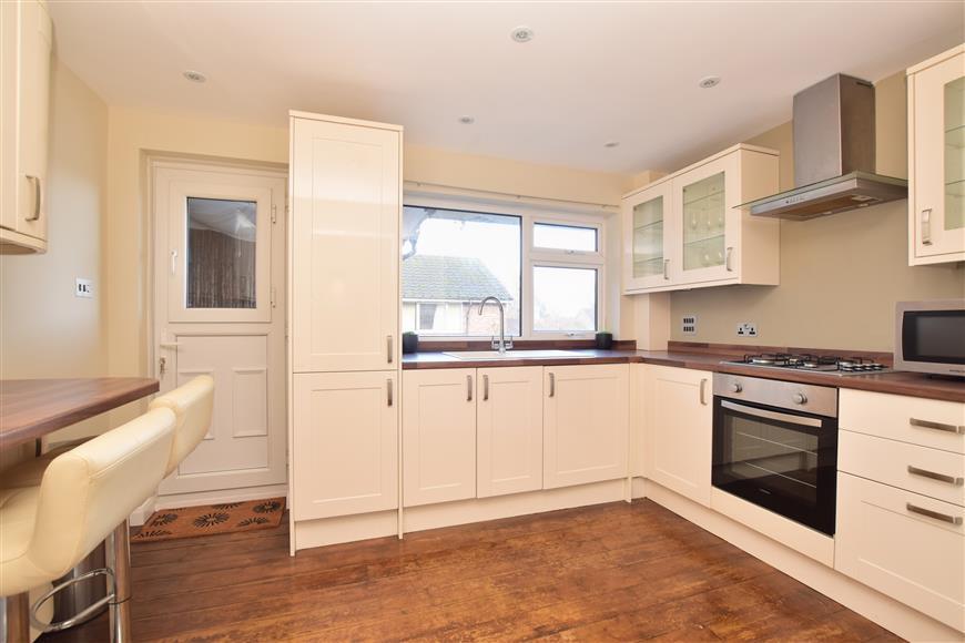 2 Bedrooms Flat for sale in Ladbroke Road, Horley, Surrey