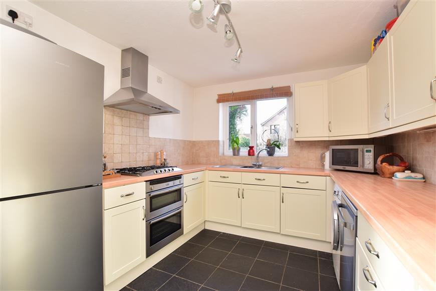 4 Bedrooms Detached House for sale in Carlton Tye, Langshott, Horley, Surrey