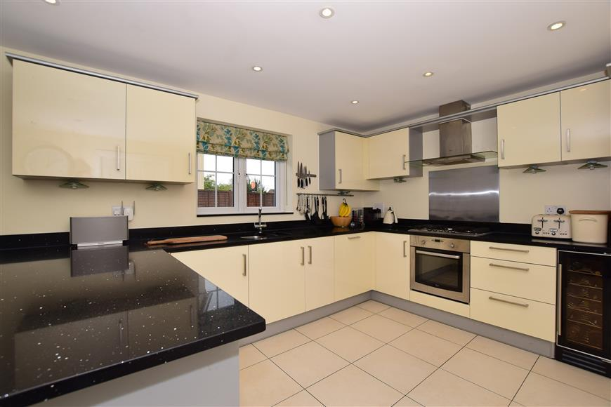 5 Bedrooms Detached House for sale in Brookfield Drive, The Acres, Horley, Surrey