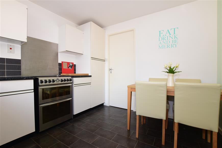 1 Bedroom Flat for sale in Gilligan Close, Horsham, West Sussex