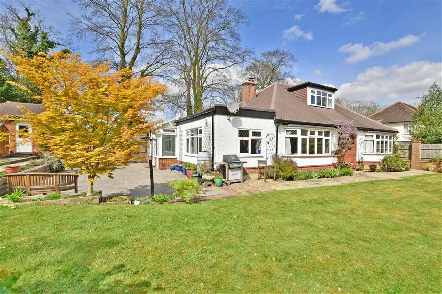 4 Bedrooms Bungalow for sale in Lower Road, Fetcham, Leatherhead, Surrey