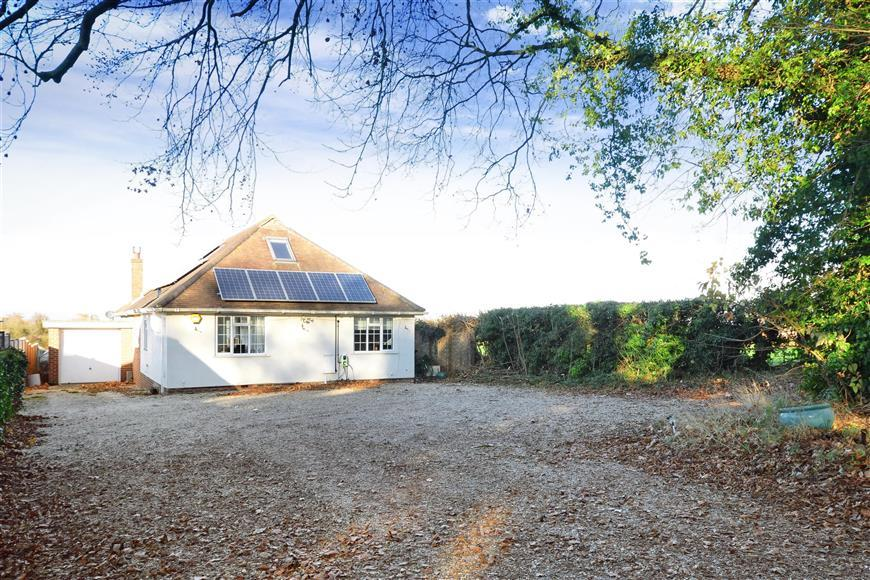 5 Bedrooms Bungalow for sale in Guildford Road, Effingham, Leatherhead, Surrey