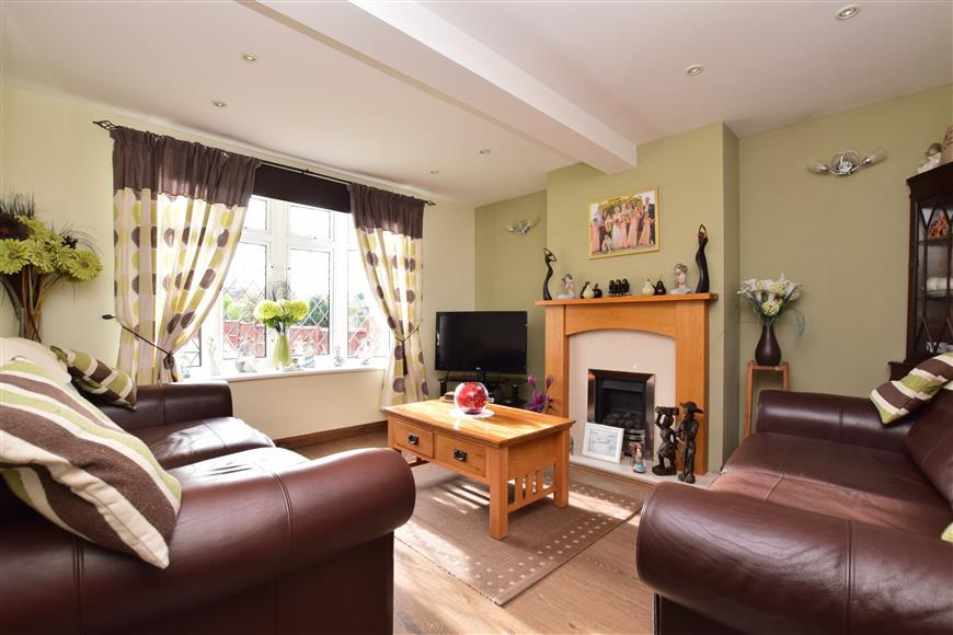 3 Bedrooms End Of Terrace House for sale in The Fairway, Leatherhead, Surrey