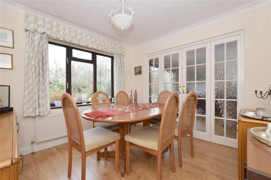 5 Bedrooms Detached House for sale in Barnfield Road, Petersfield, Hampshire