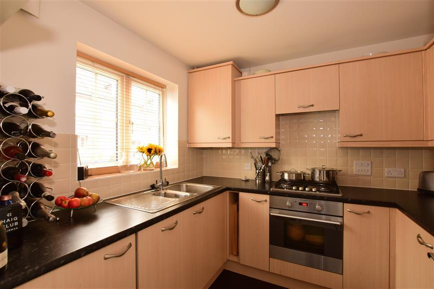 2 Bedrooms Terraced House for sale in Garland Close, Petworth, West Sussex