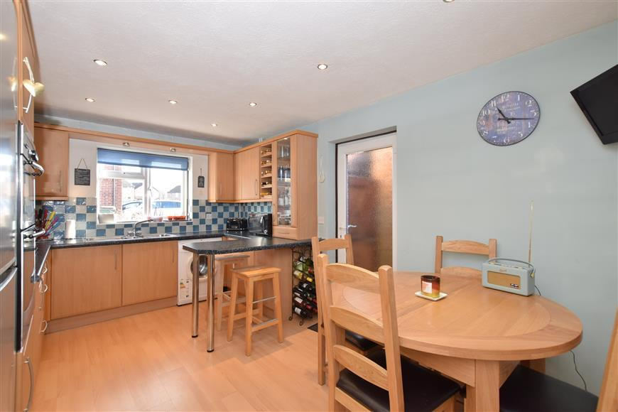 3 Bedrooms Link Detached House for sale in Orchard Way, Pulborough, West Sussex