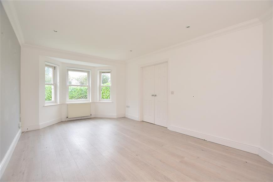2 Bedrooms Semi Detached House for sale in Raglan Road, Reigate, Surrey