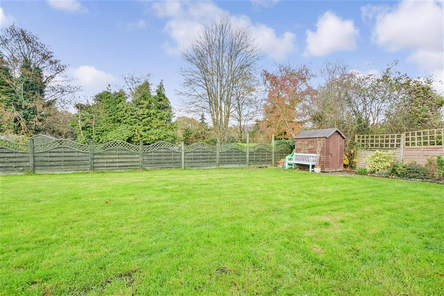 2 Bedrooms Ground Maisonette Flat for sale in Evesham Close, Reigate, Surrey