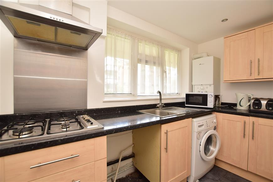 2 Bedrooms Ground Flat for sale in Pendleton Road, Redhill, Surrey