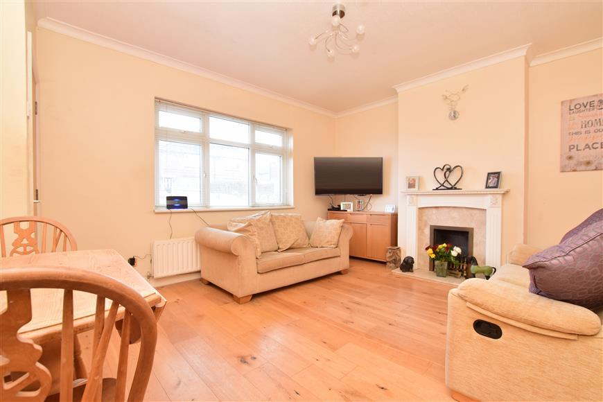 3 Bedrooms Terraced House for sale in Alexander Road, Reigate, Surrey
