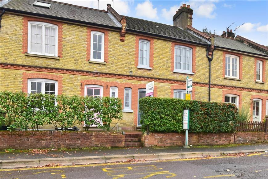 3 Bedrooms Terraced House for sale in Lesbourne Road, Reigate, Surrey