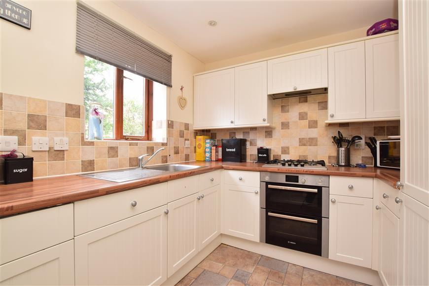 4 Bedrooms Town House for sale in Cotland Acres, Redhill, Surrey