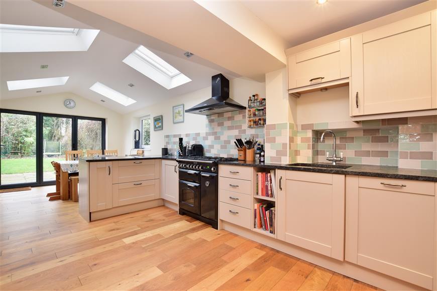 4 Bedrooms Semi Detached House for sale in Doods Road, Reigate, Surrey