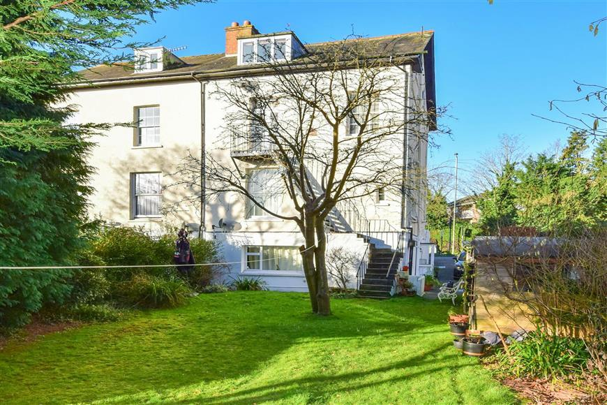 1 Bedroom Flat for sale in Reigate Hill, Reigate, Surrey