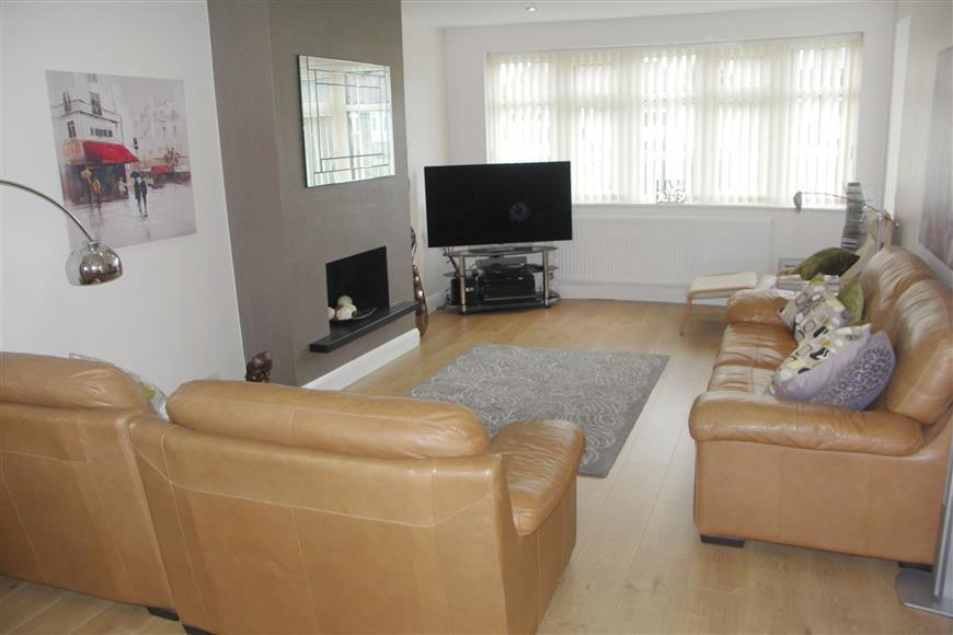 3 Bedrooms Semi Detached House for sale in Woodmere Avenue, Shirley, Croydon, Surrey