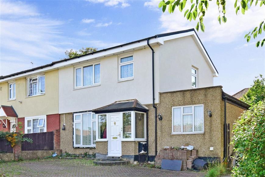 3 Bedrooms Semi Detached House for sale in King Henrys Drive, New Addington, Croydon, Surrey