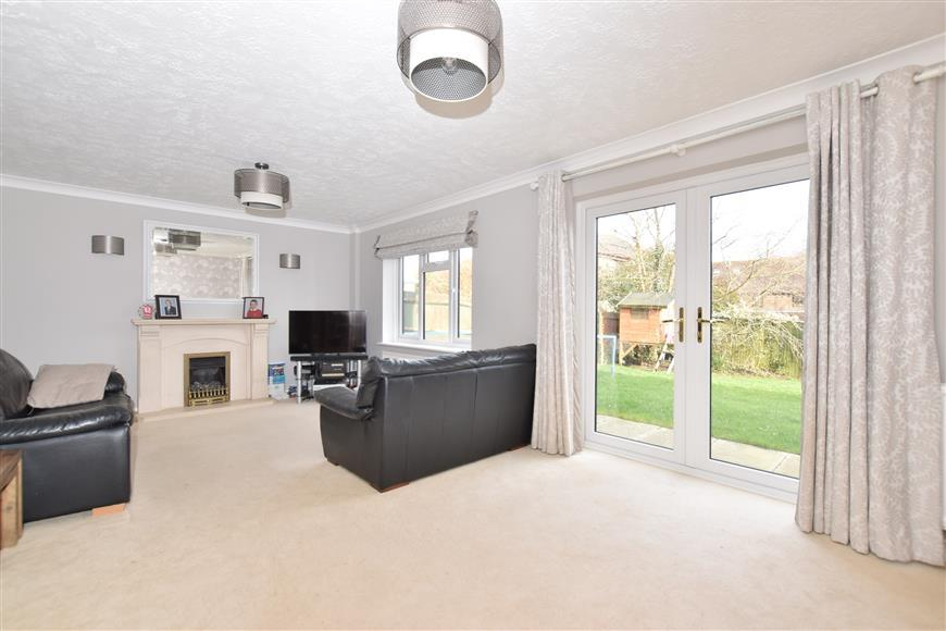 4 Bedrooms Detached House for sale in Shipley Road, Southwater, Near Horsham, West Sussex