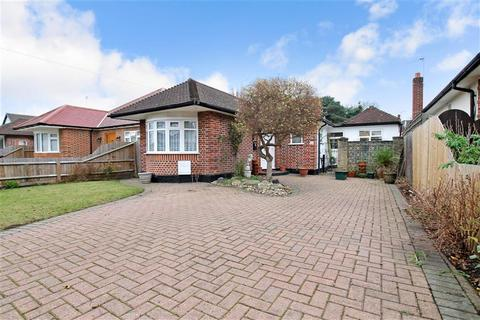2 bedroom detached bungalow for sale - Salisbury Road, Worcester Park, Surrey
