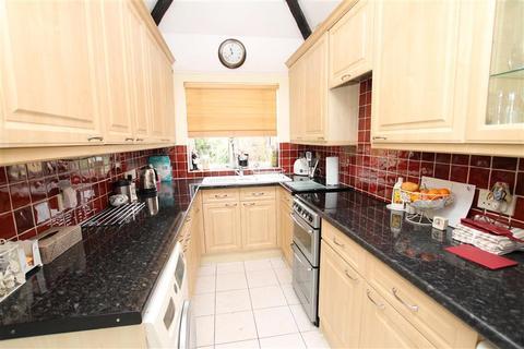 2 bedroom detached bungalow for sale - Salisbury Road, Worcester Park, Surrey