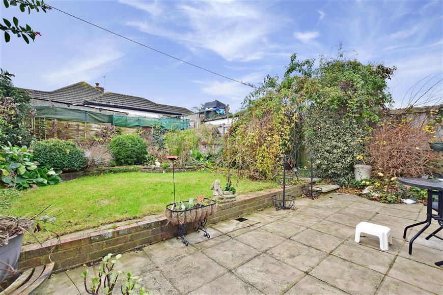2 Bedrooms Semi Detached Bungalow for sale in Benhill Road, Sutton, Surrey