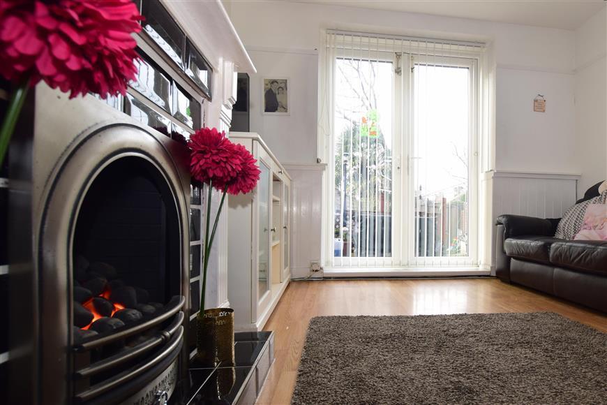 2 Bedrooms Terraced House for sale in Keynsham Walk, Morden, Surrey