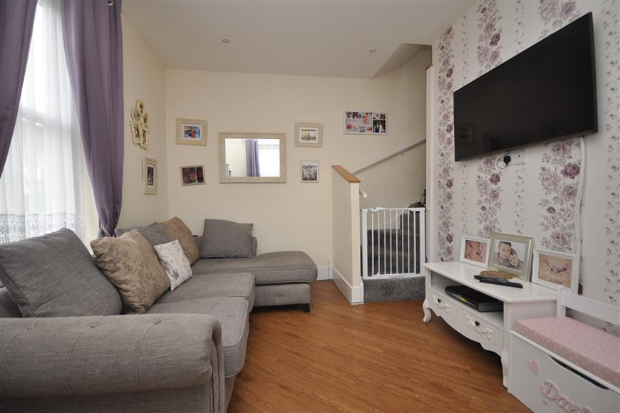 2 Bedrooms Detached House for sale in Deans Road, Sutton, Surrey