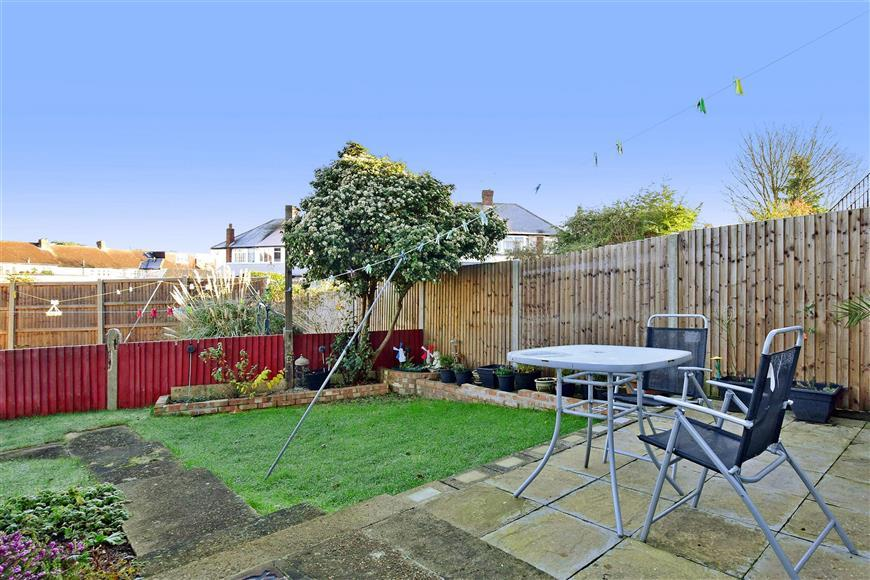 2 Bedrooms Ground Maisonette Flat for sale in Tudor Drive, Sutton