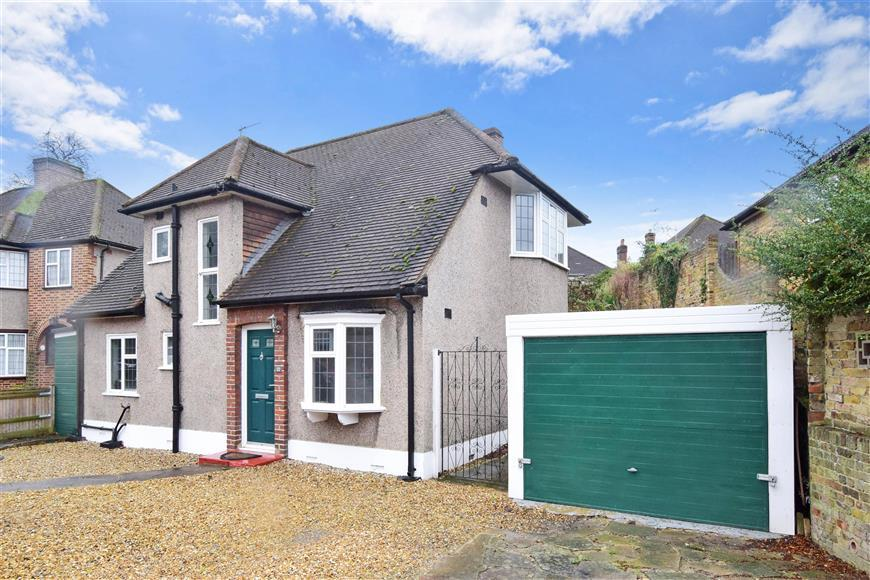 3 Bedrooms Detached House for sale in Rossdale, Sutton, Surrey