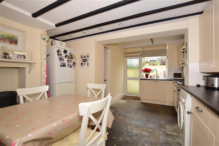 3 Bedrooms Semi Detached House for sale in Sutton Grove, Sutton, Surrey