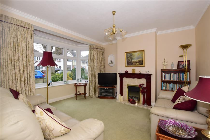 3 Bedrooms Semi Detached House for sale in Morden Way, Sutton, Surrey