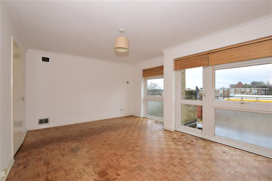 2 Bedrooms Flat for sale in Cheam Road, Sutton, Surrey