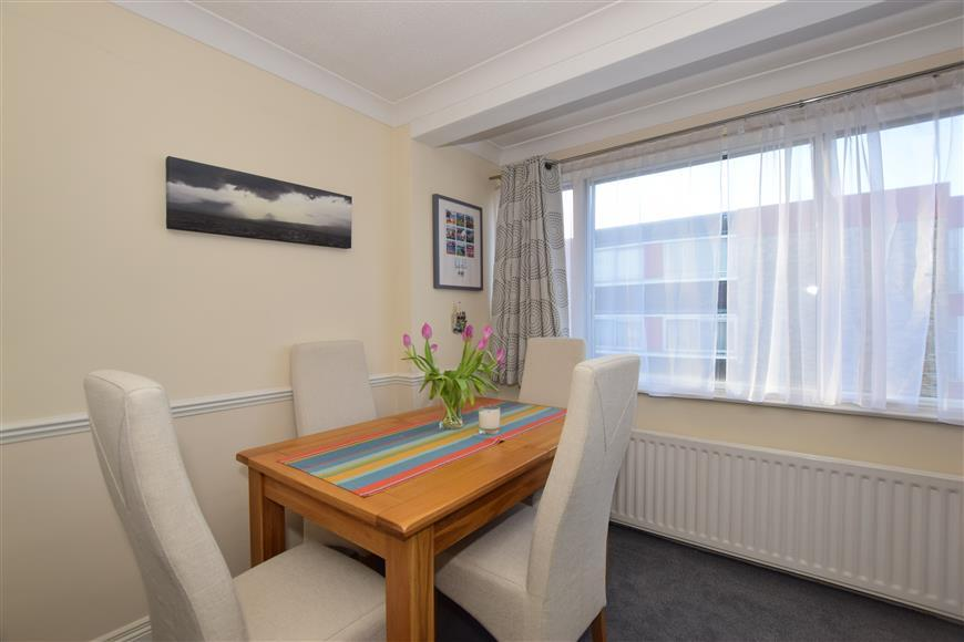 2 Bedrooms Apartment Flat for sale in White Lodge Close, Sutton, Surrey