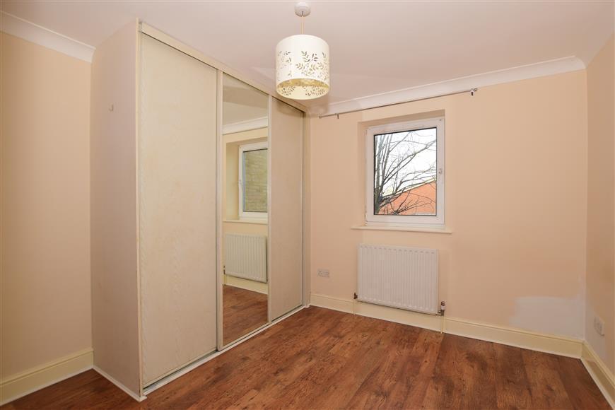2 Bedrooms Flat for sale in Pollard Road, Morden, Surrey