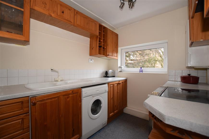2 Bedrooms Flat for sale in Bonchurch Close, Sutton, Surrey