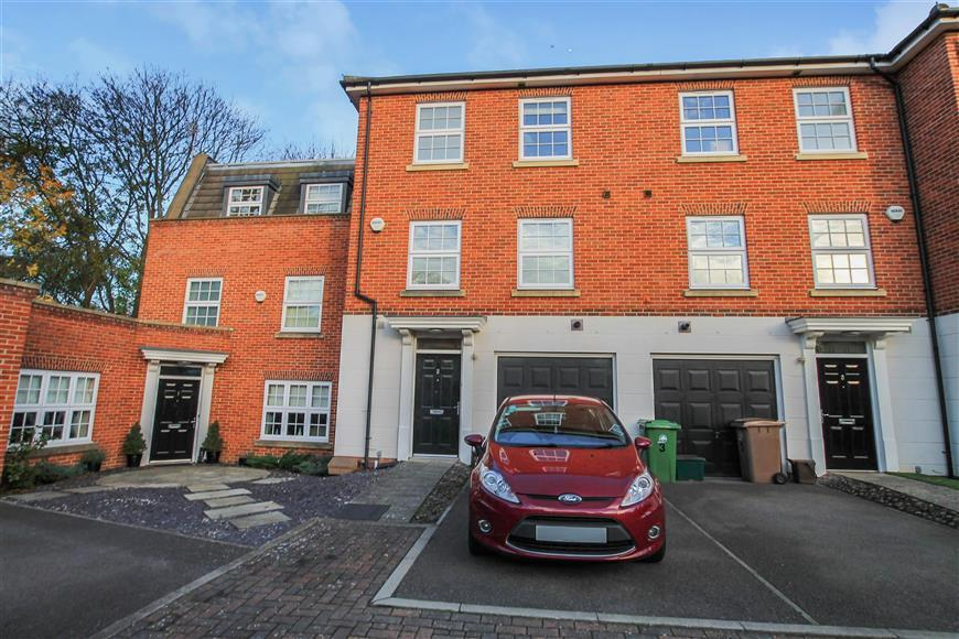 4 Bedrooms Terraced House for sale in Madison Close, Sutton, Surrey