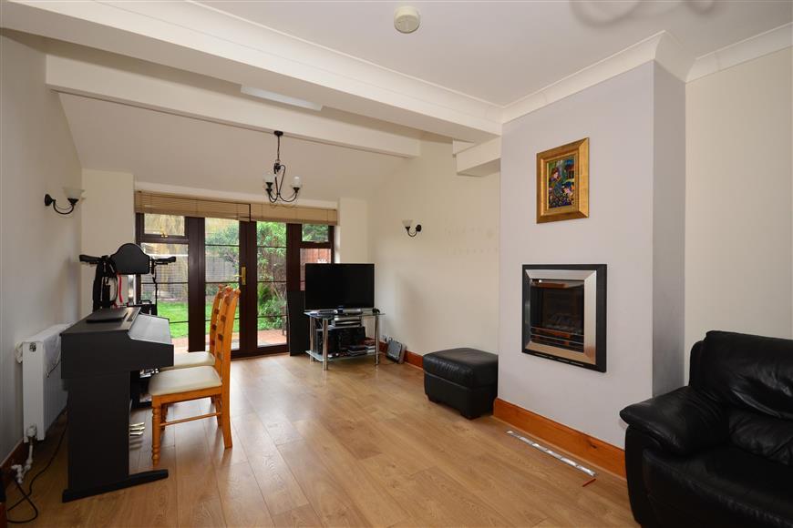 5 Bedrooms Semi Detached House for sale in Lavender Avenue, Worcester Park, Surrey