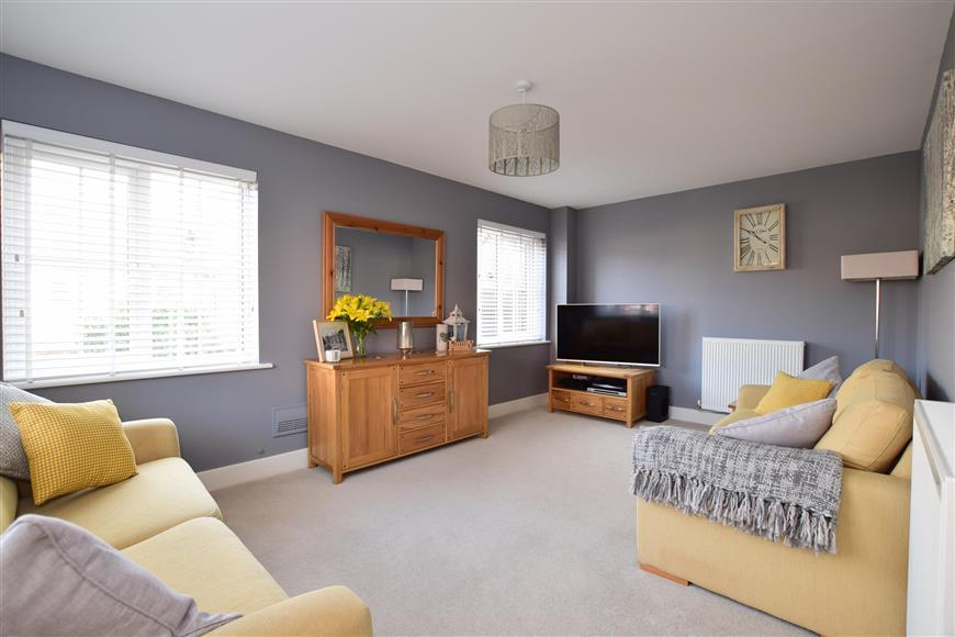 4 Bedrooms Semi Detached House for sale in Lyewood Way, Uckfield, East Sussex