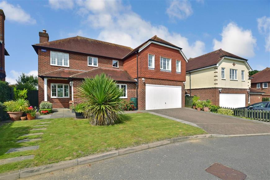 5 Bedrooms Detached House for sale in Harlands Mews, Uckfield, East Sussex