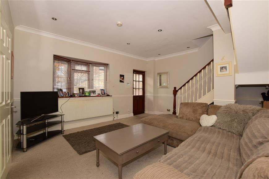 2 Bedrooms Terraced House for sale in Woodcote Mews, Wallington, Surrey