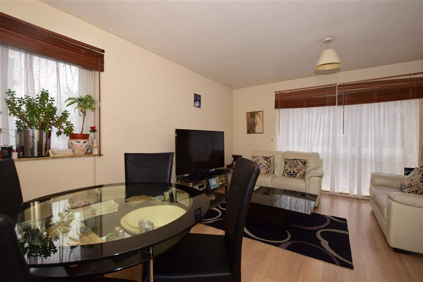 2 Bedrooms Apartment Flat for sale in Maldon Road, Wallington, Surrey