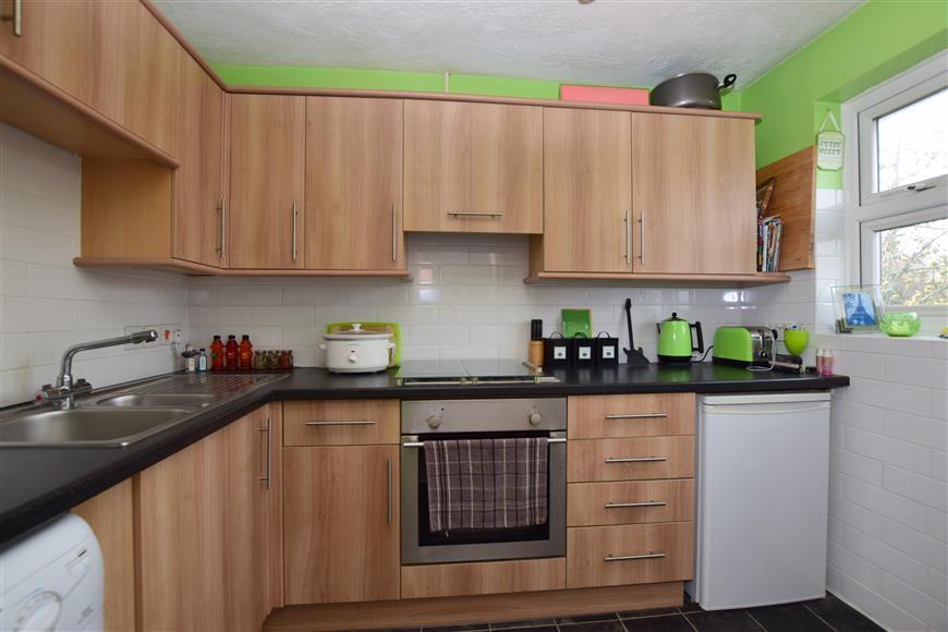 1 Bedroom Maisonette Flat for sale in Kingston Gardens, Beddington, Surrey
