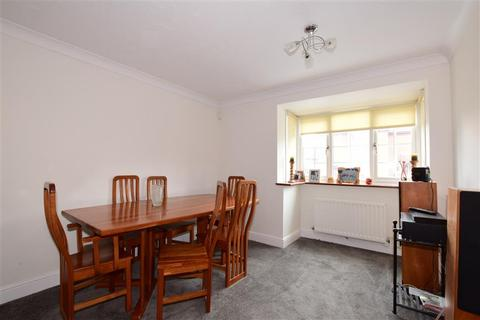 3 bedroom detached house for sale - Cumberland Close, Ilford, Essex