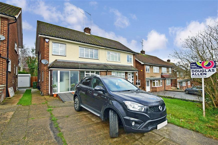 3 Bedrooms Semi Detached House for sale in Hillside Road, Billericay, Essex