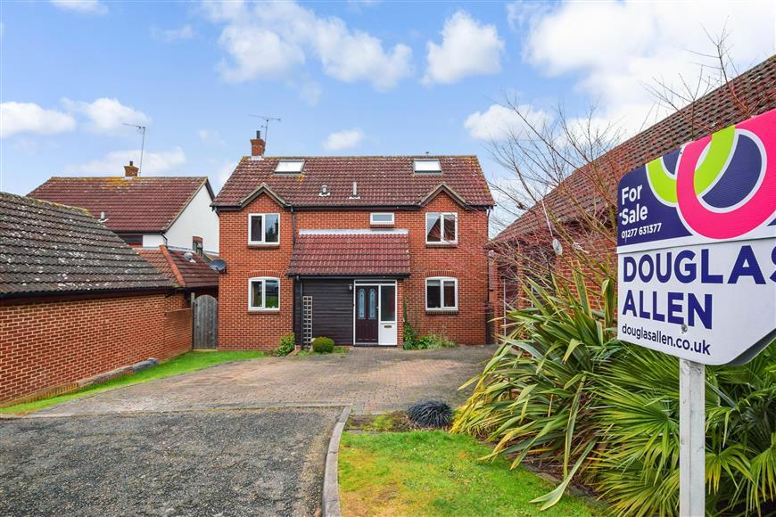 5 Bedrooms Detached House for sale in Anvil Way, Billericay, Essex