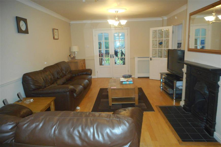 3 Bedrooms Semi Detached House for sale in Beansland Grove, Chadwell Heath, Essex