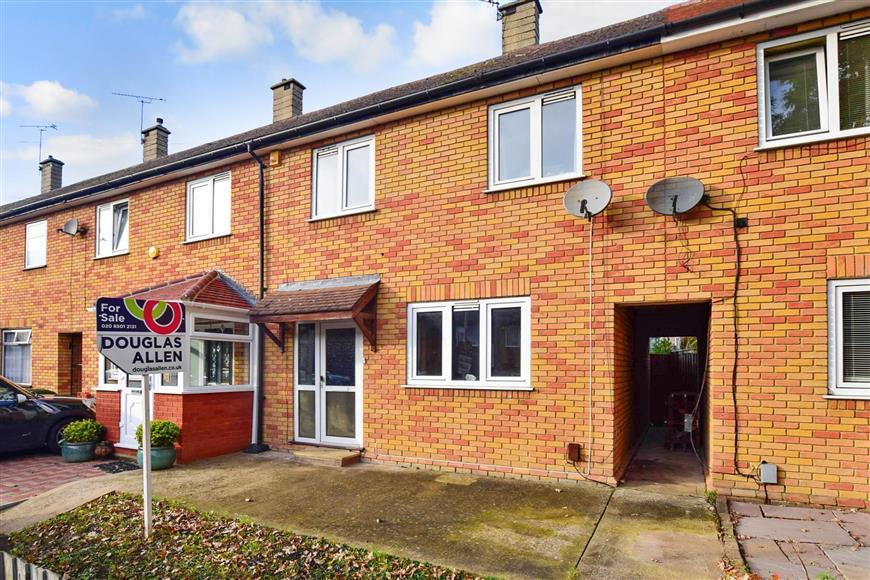 2 Bedrooms Terraced House for sale in Verderers Road, Chigwell, Essex