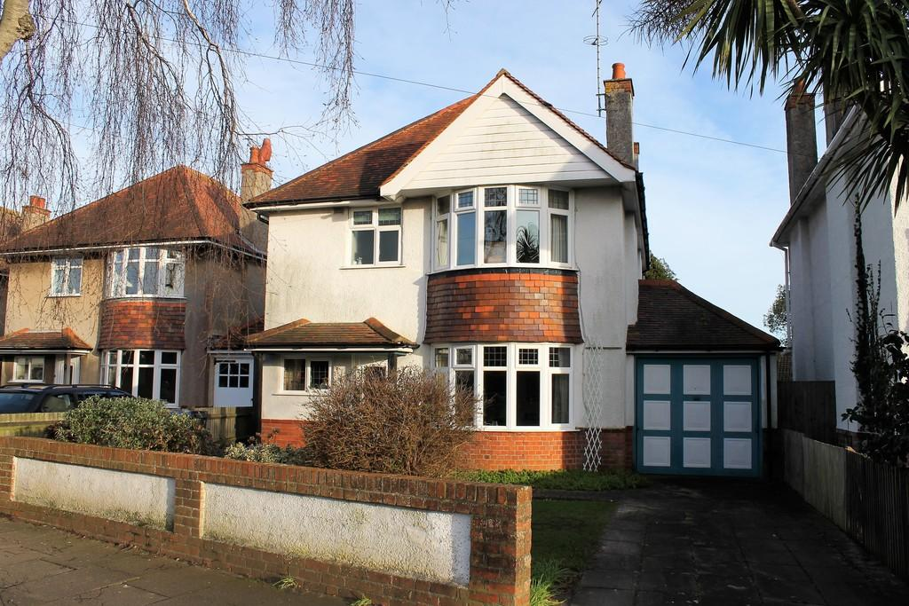 3 Bedrooms Detached House for sale in Loxwood Avenue, Worthing, BN14 7RA