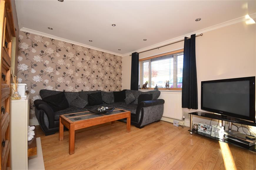 3 Bedrooms Terraced House for sale in Burrow Green, Chigwell, Essex