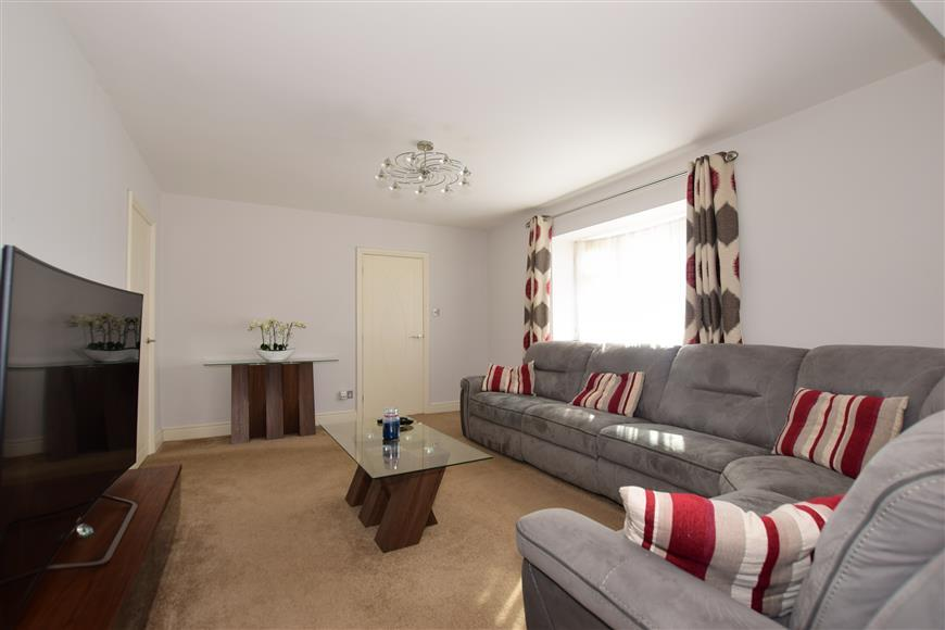 4 Bedrooms End Of Terrace House for sale in Burrow Road, Chigwell, Essex