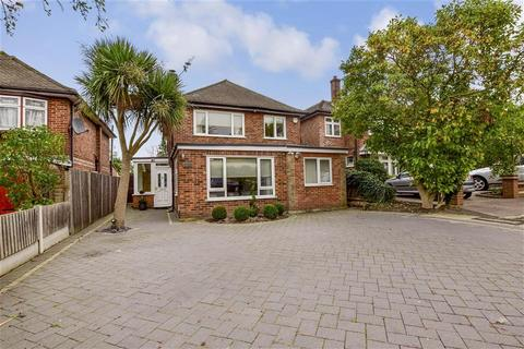 4 bedroom detached house for sale - New Barns Way, Chigwell Park, Essex